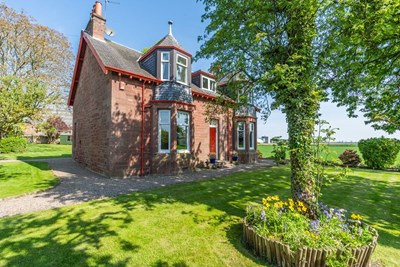 Hirsel, Dundee Road, Coupar Angus PH13 9EJ